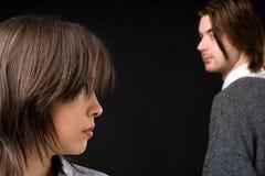 Paar dat blik ruilt Stock Fotografie