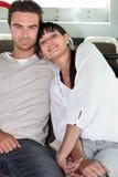 Paar dat de bus berijdt Royalty-vrije Stock Fotografie