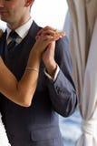 Paar dat de huwelijksdans danst stock afbeeldingen