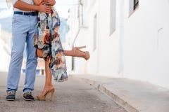 Paar dat een datum heeft Close-up van benen Royalty-vrije Stock Foto's