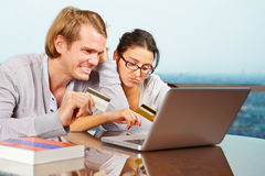 Paar dat financieel probleem heeft Stock Fotografie