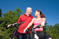Paar dat horizontaal gelukkig - staart Royalty-vrije Stock Fotografie
