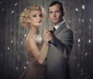 Paar dat hun handen samen houdt Royalty-vrije Stock Foto's