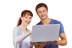 Paar dat laptop samen met behulp van Stock Foto