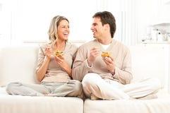 Paar dat lunch heeft royalty-vrije stock afbeeldingen
