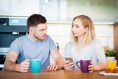 Paar dat Ontbijt heeft royalty-vrije stock foto's