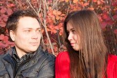 Paar dat op elkaar kijkt Royalty-vrije Stock Afbeelding