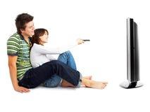 Paar dat op TV let Stock Foto's