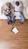 Paar dat Persoonlijke Financiën beheert Royalty-vrije Stock Afbeeldingen