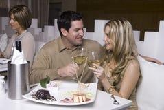 Paar dat pret en het vieren heeft Royalty-vrije Stock Afbeelding