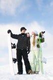 Paar dat pret op snowboard heeft Stock Afbeeldingen
