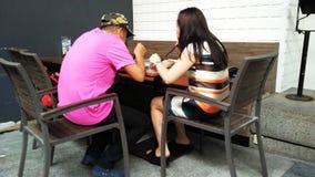 Paar dat samen eet royalty-vrije stock foto's