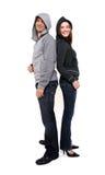 Paar dat sweaters met een kap draagt Stock Foto's
