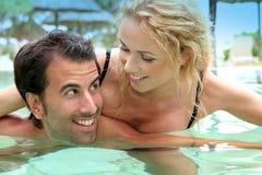 Paar dat van wittebroodsweken geniet Stock Foto