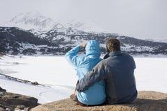 Paar in de bergen Royalty-vrije Stock Fotografie