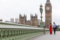 Paar, de Brug de Big Ben Londen Engeland van Westminster Stock Afbeeldingen
