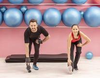 Paar in de gymnastiek Royalty-vrije Stock Fotografie