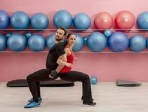 Paar in de gymnastiek royalty-vrije stock foto
