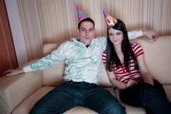 Paar in de Hoeden van de Partij Stock Fotografie
