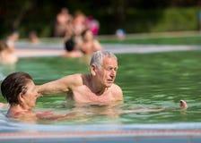 Paar in de pool Stock Afbeelding