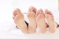 Paar in de slaapkamer Royalty-vrije Stock Afbeeldingen