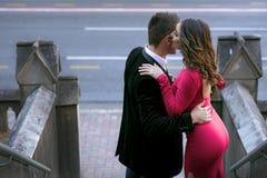Paar in de stad Royalty-vrije Stock Afbeeldingen