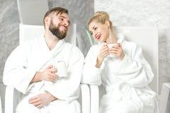 Paar in de zoute ruimte royalty-vrije stock afbeelding