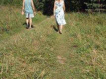 Paar die apart lopen stock afbeelding