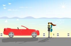 Paar die door het overzees koesteren Er zijn rode die cabines worden geparkeerd naast Er zijn overzees en bergen als achtergrond royalty-vrije stock foto's