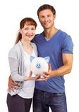 Paar die een wit spaarvarken houden Stock Foto's