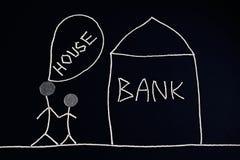 Paar die financiële hulp, hypotheek zoeken, die naar bank, ongebruikelijk geldconcept gaan, Royalty-vrije Stock Afbeelding