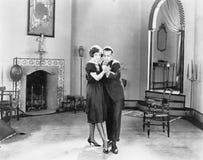 Paar die in hun woonkamer dansen (Alle afgeschilderde personen leven niet langer en geen landgoed bestaat Leveranciersgaranties d stock afbeeldingen