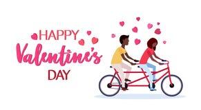 Paar die in liefde de man van het de dagconcept van fiets gelukkige valentijnskaarten Afrikaanse Amerikaanse vrouwenminnaars beri vector illustratie