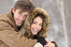Paar die met een perfecte glimlach en witte tanden lachen Royalty-vrije Stock Foto's