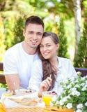 Paar die Ontbijt hebben stock foto's