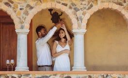 Paar die op een datum genieten van royalty-vrije stock foto