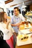 Paar die Spaanse gastonomy proeven stock foto's