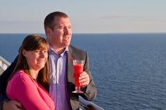 Paar die van een Cruisevakantie genieten Royalty-vrije Stock Afbeeldingen