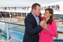Paar die van een Cruisevakantie genieten Stock Foto's