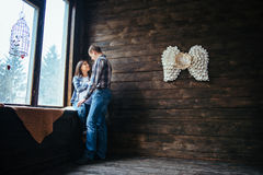 Paar die voor geboorte voorbereidingen treffen Royalty-vrije Stock Afbeeldingen