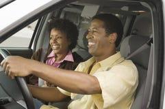 Paar in een Auto Stock Fotografie