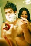 Paar in een badkamers Royalty-vrije Stock Afbeeldingen