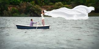 Paar in een boot in openlucht Royalty-vrije Stock Foto's