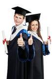 Paar gelukkige gediplomeerde studenten royalty-vrije stock afbeeldingen