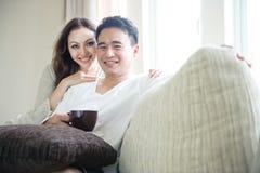 Paar-glückliche Entspannung Stockfoto