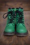 Paar groene lace-up laarzen Royalty-vrije Stock Foto