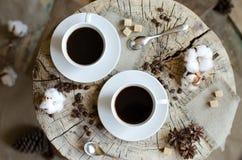 Paar höhlt Kaffeestumpf Lizenzfreies Stockbild