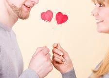 Paar in hartelijk ogenblik royalty-vrije stock afbeeldingen