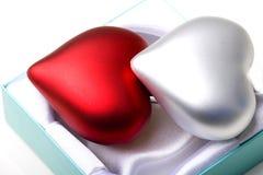 Paar harten in de Valentijnskaart van het de liefdesymbool van de giftdoos Royalty-vrije Stock Foto's