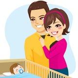 Paar het Letten op Babyslaap Stock Fotografie
